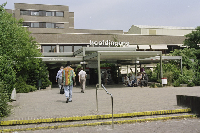TLB023000727_001 - Hoofdingang St. Elisabeth ziekenhuis.
