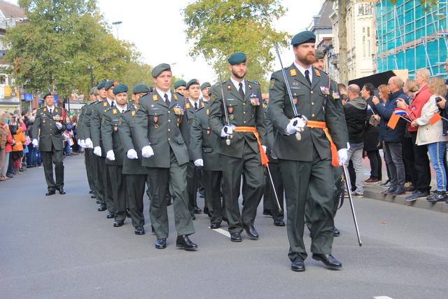658377 - Tilburg 75 jaar bevrijd. Een optocht met militaire voertuigen en taptoe door de Tilburgse binnenstad op 27 oktober 2019.