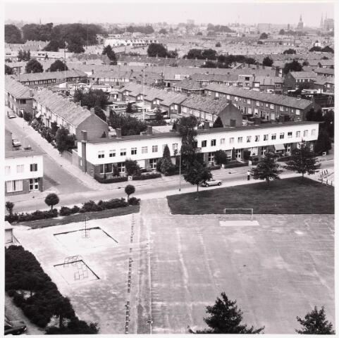036672 - Panorama van Tilburg vanaf de flat aan de Gen. Smutslaan (Heineken)