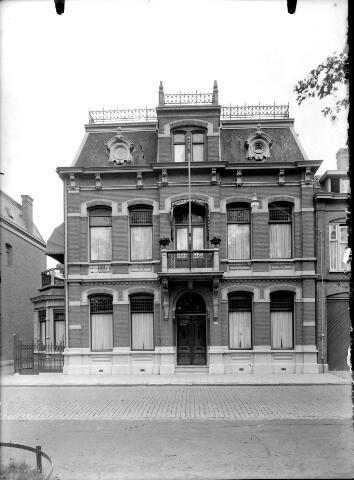 650591 - Schmidlin. Wilhelminapark 106, omstreeks 1930.
