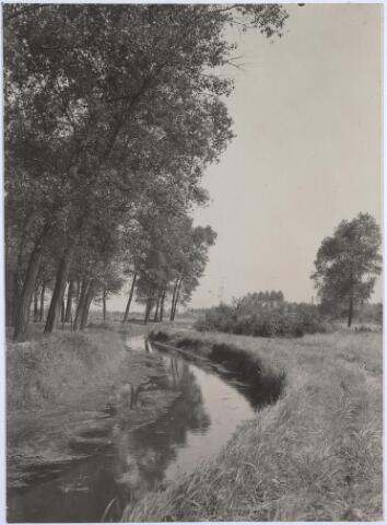 025848 - Het riviertje De Leij in 1930, kort voor de aanleg van het Leijpark