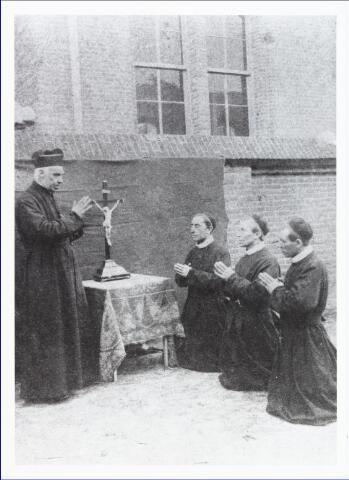 009437 - Kloosters. Fraters van Tilburg. Vertrek van de eerste drie fraters van Tilburg naar Curacao op 16 oktober 1886.