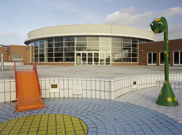 TLB023000987_001 - Sport. Recreatie. zwembad Stappegoor. (leeg) buitenbad