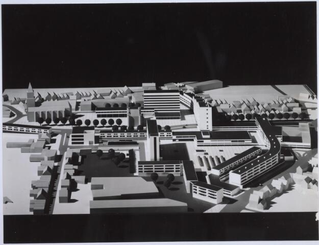 026267 - Maquette van het hernieuwde Koningsplein. Een ontwerp van Jaap Bakema.