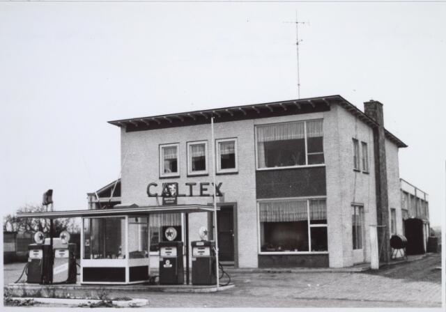 025747 - Benzinestation / bezinepomp en garagebedrijf  Caltex aan het Moleneind, de tegenwoordige Leharstraat