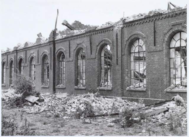 019388 - Sloop van het complex van de voormalige wollenstoffenfabriek W. Schoenmakers. Tot 1958 was het eigendom van de firma Eras. Na het faillissement van Schoenmakers was er cartonnage Van Opstal gevestigd. Het werd in 1875 gebouwd