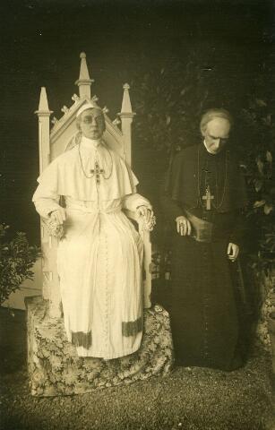 065981 - Kermis. Paus Pius XI. Wassenbeelden in het Nederlands Panopticum.