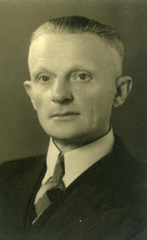 092812 - Laurentius Wilhelmus Coppens, geboren te Goirle op 20 september 1898, zoon van Johannes Cornelis Coppens en Johanna van Gool. Hij overleed aldaar op 24 maart 1971. Hij trouwde te Goirle op 5 september 1921 met Catharina M.J. van de Ven. Zij beroep was wever.