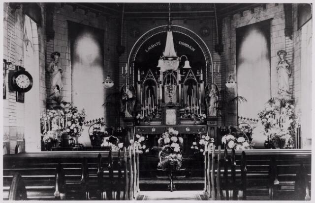 084398 - Interieur van de kapel van het Adrianusgesticht aan de Koestraat.