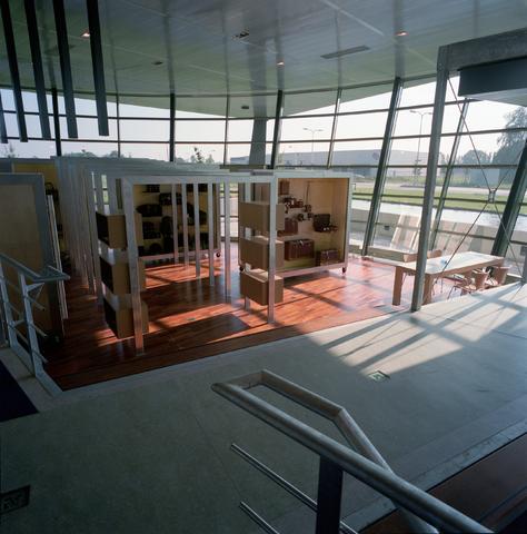 D-00628 - Interieur van het Vadobag bedrijfspand aan de Clara Zetkinweg (tegenwoordig het pand van TopTrucks.nl )(architecten - Luijten/Smeulders)