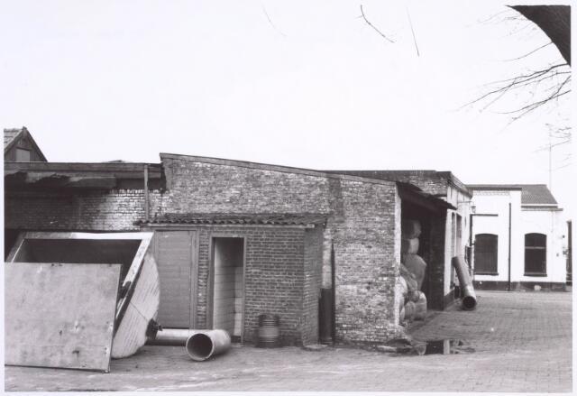 022213 - Textielindustrie. Binnenplaats van kunstwolfabriek De Wolkat aan de Hilvarenbeekseweg