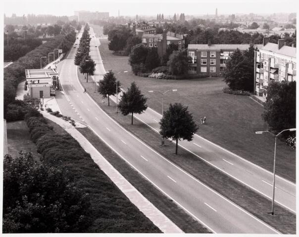 """036519 - Panorama van Tilburg vanaf de L.T.S. """" Leyendael """" aan de Jan Truyenlaan."""