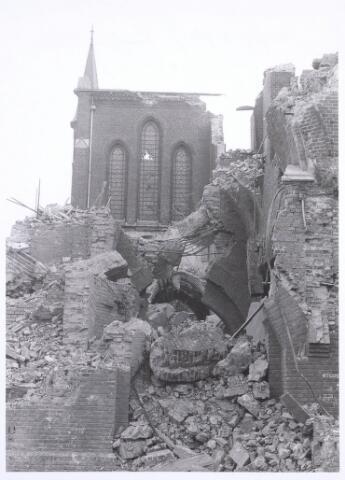 020106 - Sloop van de kerk van het Heilig Hart, parochie Noordhoek, in 1975. De kerk werd gebouwd in 1897/1898 naar een ontwerp van dr. P.J.H. Cuypers