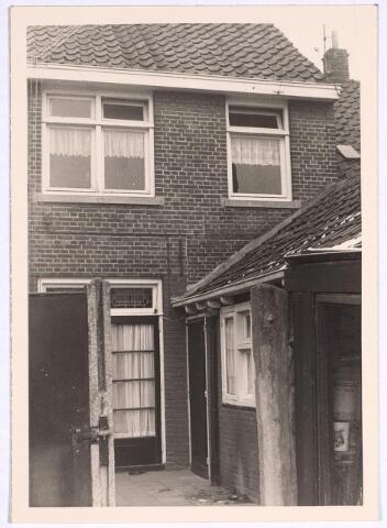 025082 - Achterzijde van het pand Lange Nieuwstraat 50 eind 1969