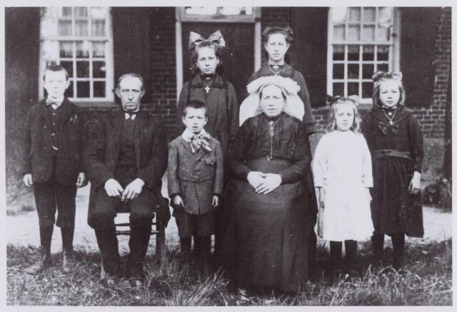 061720 - Landbouw. Jan Jonkers huwde te Udenhout met Elisabeth Robben; ze kregen zes kinderen Jan, Marie, Piet, Jana en Nolda; een jaar na de geboorte van Nolda verhuisde de familie naar Berkel-Enschot, Heikantsebaan 5; ze woonden daar 17 jaar om daarna weer naar Udenhout aan de Groenstraat te verhuizen; in 1945 brandde dit pand af; op de Heikantsebaan 5 woont nu Leo van Kasteren.