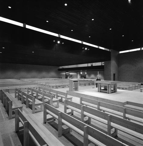 D-00801 - Interieur Lucaskerk aan de Lage Witsiebaan (architect Jules Nouwens)