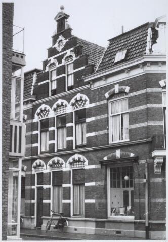 025441 - Pand Langestraat 26, op de hoek van de Poststraat (rechts)