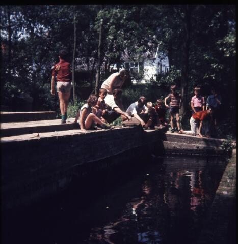650149 - Gerardus Majellaschool, Hulten. Mogelijk schoolreisje Nijmegen. Rond 1970.