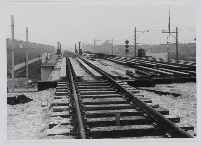 037158 - Spoorwegen: viaduct Ceciliastraat