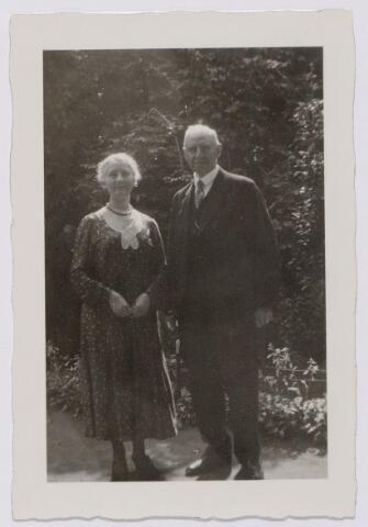 044219 - Carolus Hubertus Maria (Karel) Swagemakers, geboren te Tilburg op 27 november 1874 en aldaar overleden op 24 maart 1942, en zijn vrouw Bernardine Maria Mutsaerts. Het echtpaar woonde aan de Nieuwe Bosscheweg 91.