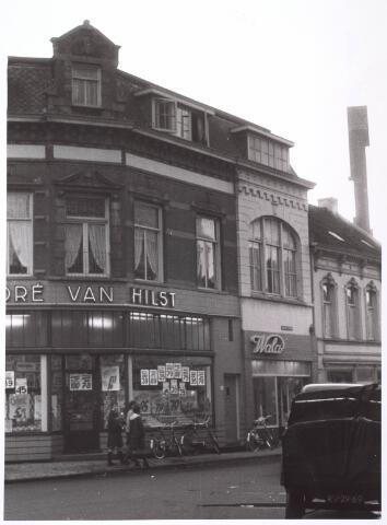 021794 - Levensmiddelenwinkel van André van Hilst in de Heuvelstraat eind 1962