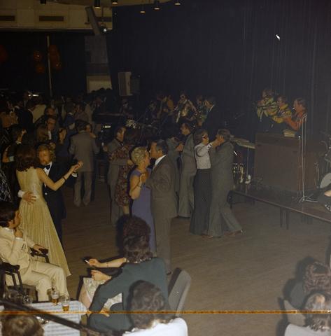 1237_011_824_012 - Entertainment. Cultuur. Theater. René Frijters theatershow in maart 1975. In 1955 begon René Frijters met het bemiddelen voor artiesten vanuit zijn huis in de Zouavenlaan.