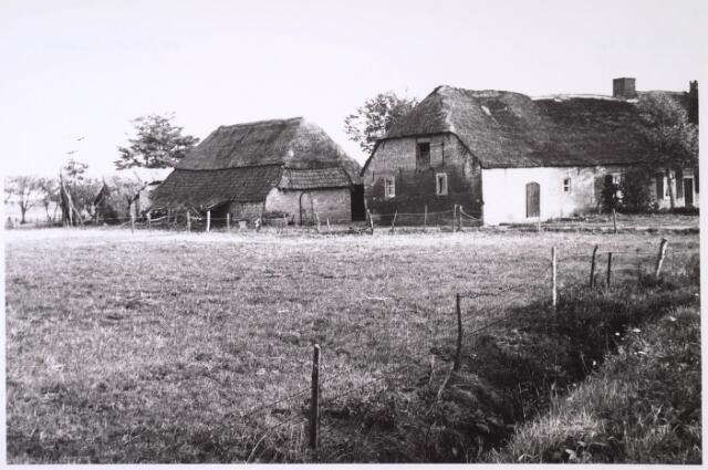 024788 - Boerderij aan de Kraaivenstraat medio 1962