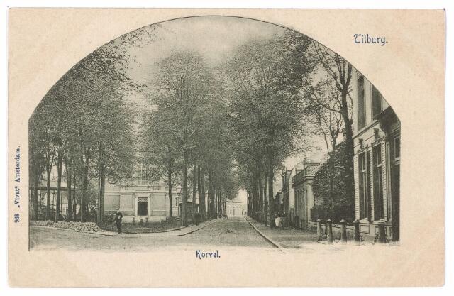 001497 - Korvel, later Korvelplein in zuidelijke richting. Midden op het plein de kerk van Korvel en de muziekkiosk. Geheel rechts de woning van textielfabrikant Diepen-Van der Voort.