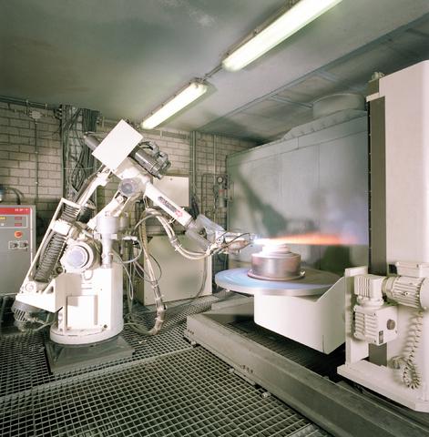 D-001710-1 - Topps (turbine overhaul power plant support; het bedrijf richt zich op het onderhoud van vliegtuigmotoren), interieur, metaalbewerking, robot