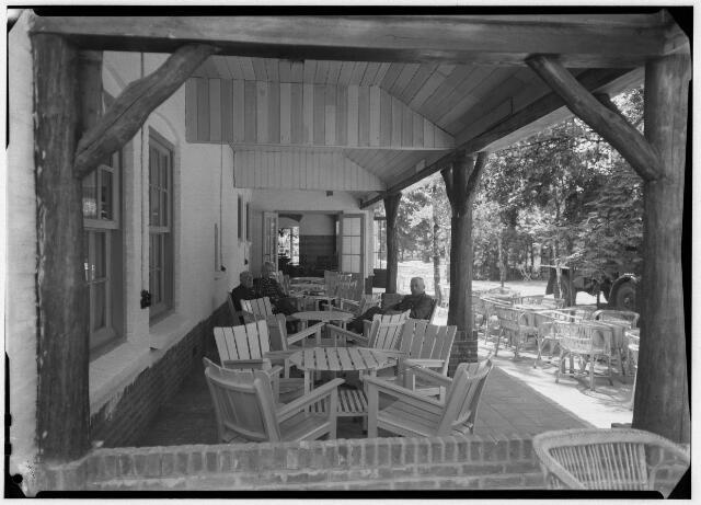 050868 - Hotel Bosch en Duin in 1946. Fam. Kruissen- Berendse.