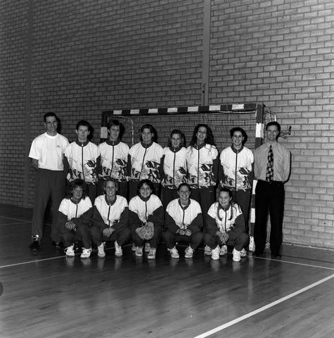 1237_010_758_005 - Sport. Sportverenigingen. Het handbal damesteam van Were Di in 1997.