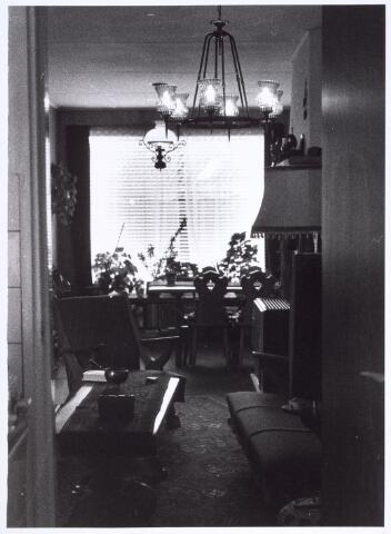 017152 - Huiskamer van het pand Capucijnenstraat 145 halverwege 1970