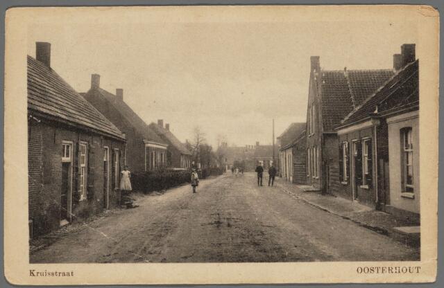 102933 - Kruisstraat in de richting van de Gasstraat. De huizen links zijn alle gesloopt. De oorsponkelijke Cruijsstraet wordt het eerst genoemd in1570 en werd in 1879 definitief in de huidige spelling vastgesteld