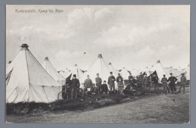 058070 - Rijen, millitair kamp. Tijdens de mobilisatie 1914-1918 werd deze opname gemaakt in het tentenkamp. een barak deed hier dienst als millitair tehuis. Overigens waren in die jaren ook veel millitairen bij de bevolking ingekwartierd.