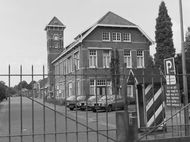 TLB023002659_002 - Generaal-majoor Kromhoutkazerne, van oorsprong een cavaleriekazerne.  Het complex bevind zich tussen de Korenbloemstraat, Bredaseweg, Diepenstraat en Ruysdaelstraat te Tilburg.