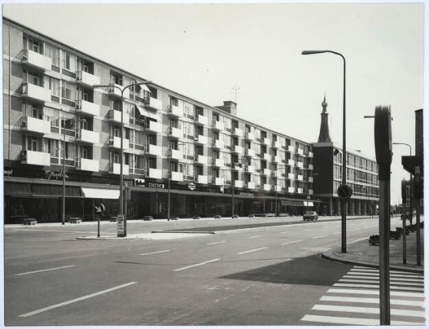 031135 - Schouwburgring. Winkelcentrum architect Postma.