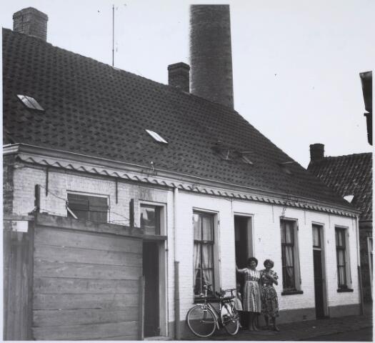 024243 - Arbeiderswoningen in het Sint Janshof, gelegen in de voormalige wijk Koningswei.