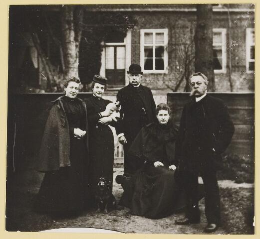 """073441 - mr. Abraham Hendrik Balbian Verster (1830-1915) Geboren te  Amsterdam overleden te Oisterwijk. Hij woonde met met zijn gezin in 'De Drye Swaantjes"""" aan de Lind. Hij was kantonrechter te Boxtel en Tilburg, bovendien was hij rentmeester over de goederen van baron van Lijnden, hij was stichter van de Israëlische begraafplaats aan de Hondsbergselaan. Een aantal schetsportretten van zijn hand zijn bewaard gebleven."""