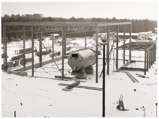 039227 - Volt, Algemeen, Gebouwen, Nieuwbouw. Winterstop bij de bouw van het Ketelhuis annex machinekamer NE op complex Noord in de periode 1963/1964.