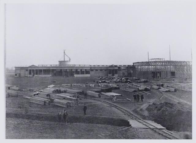 103816 - Internationale tentoonstelling voor handel  nijverheid en kunst. Gehouden tussen 18 juni en 18 augustus 1913 op het terrein aan de Bosscheweg waar later het oude St. Elisabeth ziekenhuis is gebouwd. Naar ontwerp van Albert Lejeune (1876 - 1934)