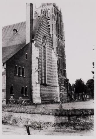 084450 - Noordzijde van de St. Petruskerk gezien vanuit de huidige Kapittelstraat.