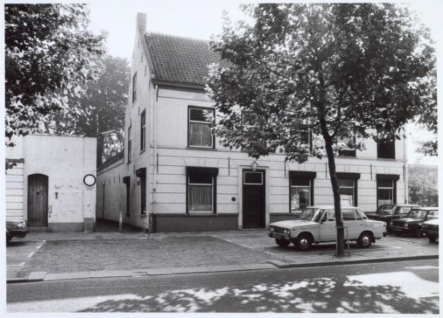 019166 - Woning van textielfabrikant Franken aan de Goirkestraat. Links ervan het ´Zusterstraatje´