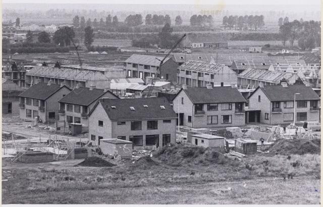101560 - Woningen. Woningen in aanbouw in Strijen