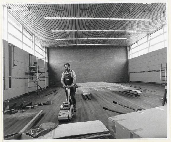 90829 - Made en Drimmelen. Bouw van de gymzaal bij de Stuifhoekschool aan de Romboutstraat