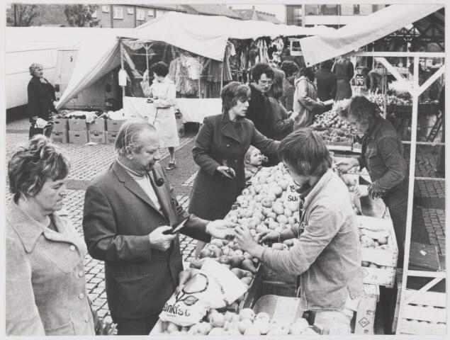 081584 - Weekmarkt te Rijen op het Raadhuisplein