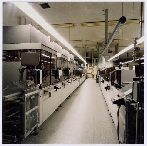 038986 - Volt. Noord. Productie of fabricage afd. Lijntransformatoren, ook wel genoemd lijntrafo`s of LOT ( Line Output Transformers ). Montagestraten voor lijntrafo`s in 1987. Plaats hal NA.
