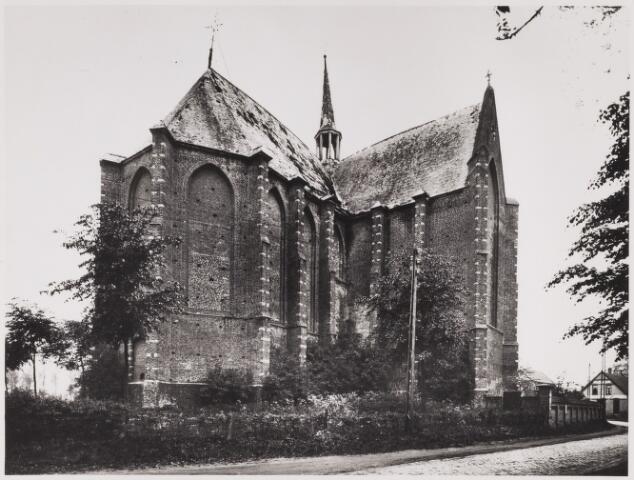 085500 - Kerken. NH Kerk. Foto uit 1928, na het instorten van het middenschip, hier nog met het vieringtorentje, dat later verwijderd is.
