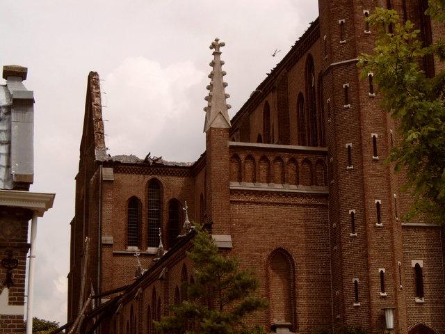 656917 - De Hasseltse kerk wordt grotendeels verwoest door een brand in 2003. Na restauratiewerkzaamheden doet de kerk vanaf 2005 dienst als wijkcentrum.