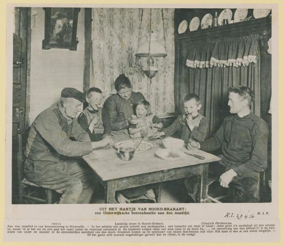 075441 - Boerenfamilie, uit Kath. Illustratie 29-04-1916