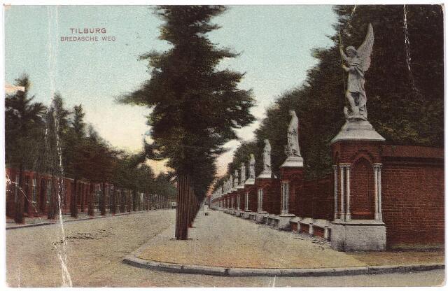 000084 - Bredaseweg met rechts de begraafplaats.